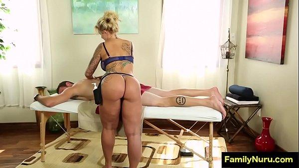 Coroa massagista cavala faz massagem e paga boquete guloso