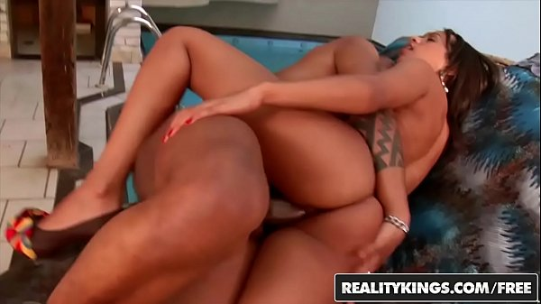 Brasileira gostosa Melissa fode pede e ganha porra na cara