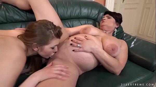Incesto sobrinha lésbica sexo oral com sua tia gordinha safada