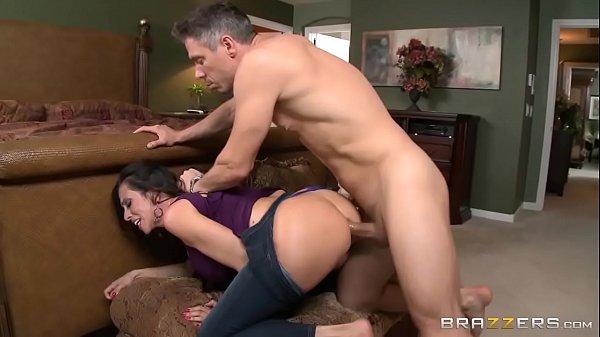 Pornô xvideos coroa grisalho comendo o cu da milf morena da bunda boa