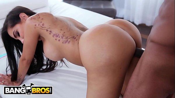 Pornô grátis morena da bunda escultural fodendo com patrão negro ticudo