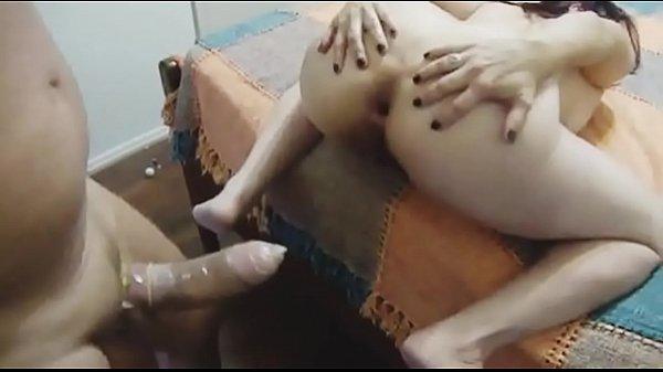 Corno filma e noiva vadia dando o cu de quatro para amigo dotado
