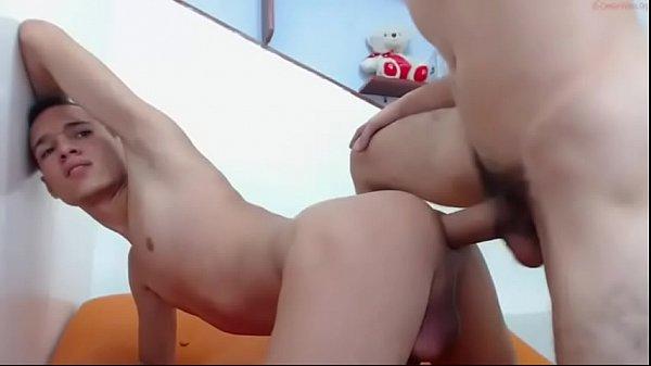 Dotado de cabelo azul come o cu do putinho na webcam