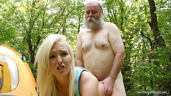 Netinha loira vai acampar com o avô e fode no bosque