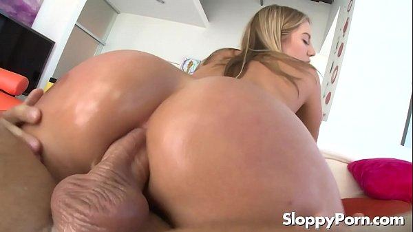 Pornô popozuda rebola com mastro cabeçudo no cuzão