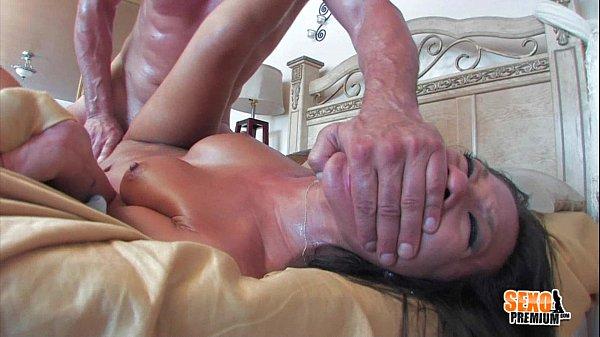 Asiática chupa patrão e é forçada a gozar várias vezes com rola na buceta