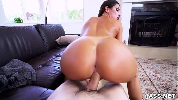 Pornô online do xvideos com rabuda fodendo com caseiro pirocudo
