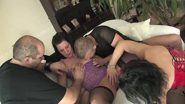 Casais maduros amigos na primeira experiência sexual juntos