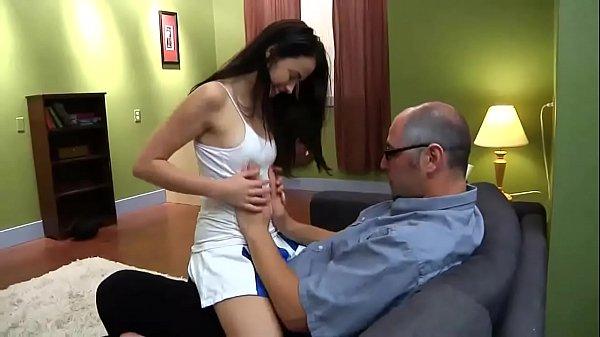 Incesto enteada ousada faz sexo com padrasto pauzudo e filma tudo