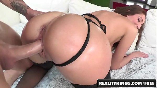 Xvideos pornô Vadia dos olhos claros delira com cacete na xota e dedo no cu