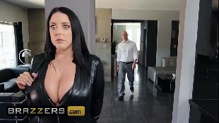 Secretária gostosa invade a casa do seu patrão para dar o cu